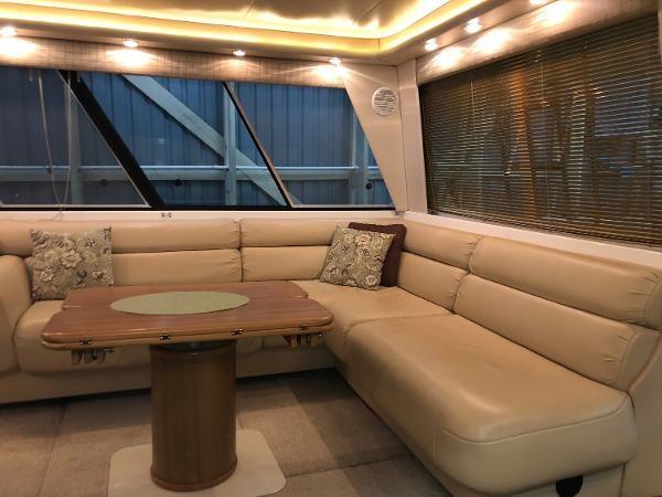 2000 Bayliner 4788 Pilot House Motoryacht Photo 8 of 40