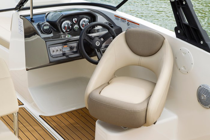 2021 Bayliner VR 6 Photo 18 of 27