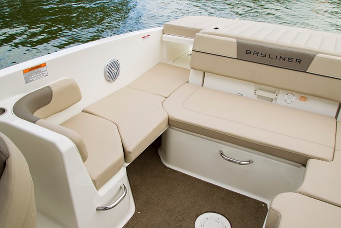 2021 Bayliner VR 6 Photo 9 sur 28