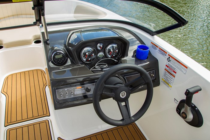 2021 Bayliner VR 6 Photo 19 sur 28