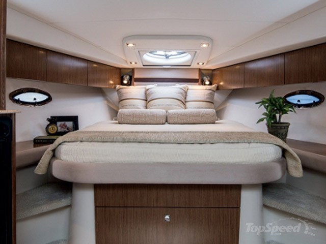 2011 Cruisers Yachts Express 360 Photo 9 sur 14