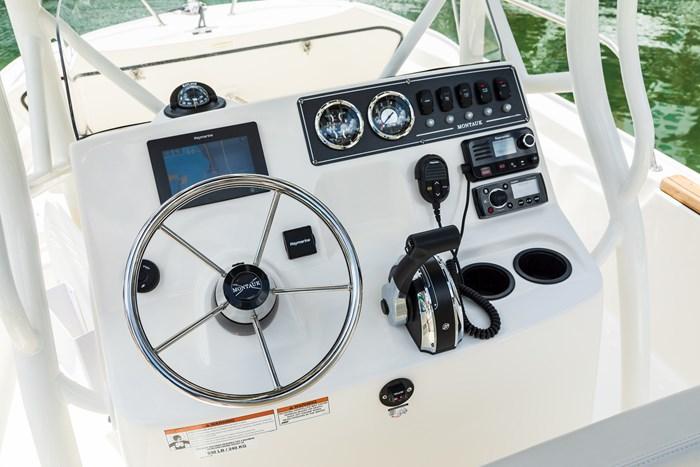 2021 Boston Whaler 190 Montauk Photo 9 sur 11