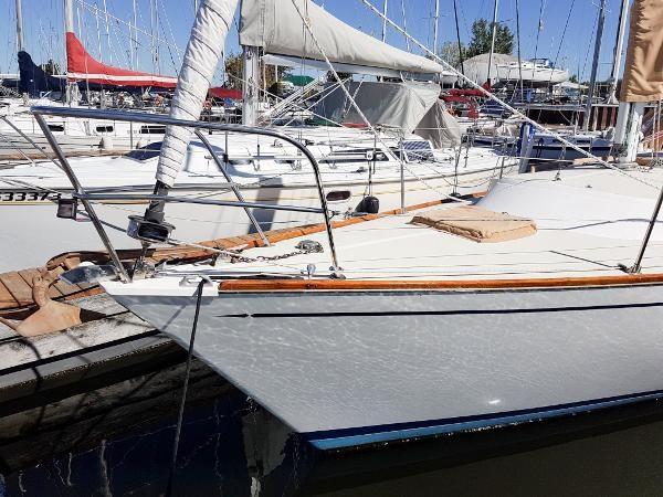1986 Tartan 34-2 sloop Photo 8 of 25