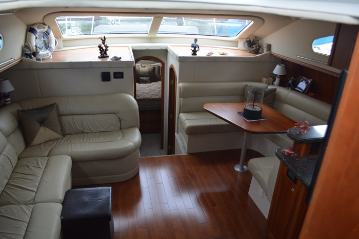 2007 CRUISERS YACHTS 455 Express MotorYacht Photo 5 of 62