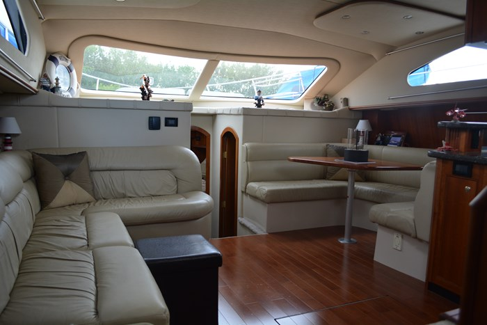2007 CRUISERS YACHTS 455 Express MotorYacht Photo 6 of 62