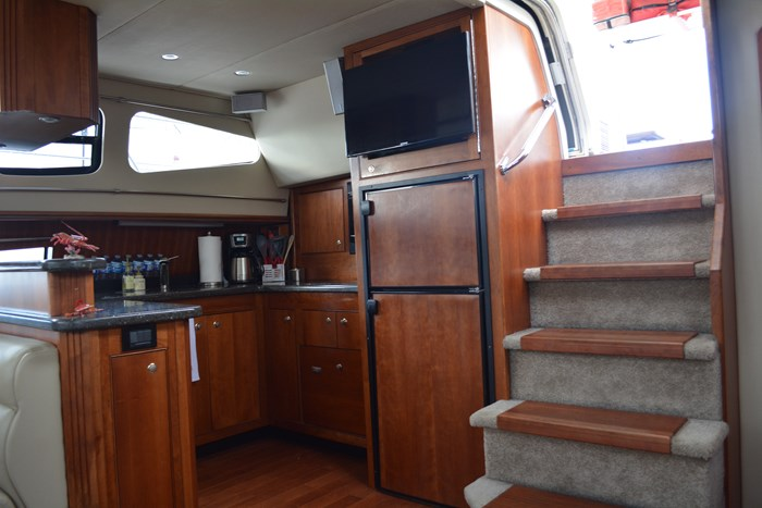 2007 CRUISERS YACHTS 455 Express MotorYacht Photo 7 of 62