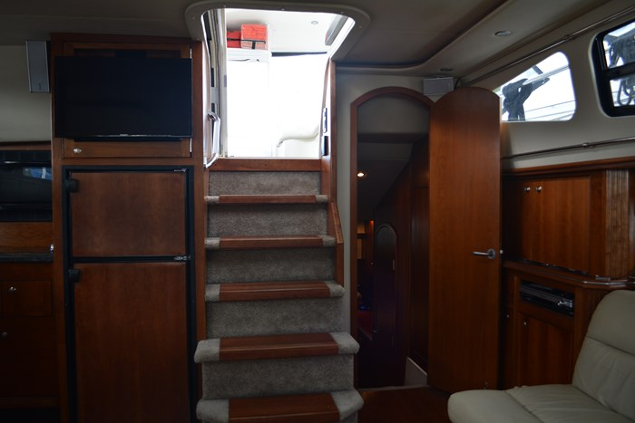 2007 CRUISERS YACHTS 455 Express MotorYacht Photo 11 of 62