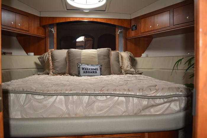 2007 CRUISERS YACHTS 455 Express MotorYacht Photo 21 of 62