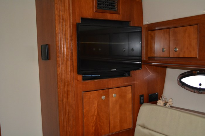 2007 CRUISERS YACHTS 455 Express MotorYacht Photo 22 of 62