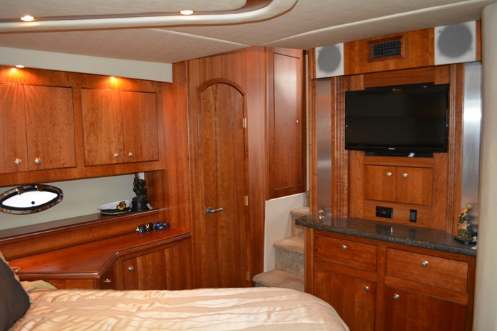 2007 CRUISERS YACHTS 455 Express MotorYacht Photo 26 of 62