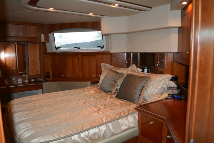 2007 CRUISERS YACHTS 455 Express MotorYacht Photo 24 of 62