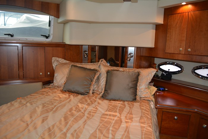2007 CRUISERS YACHTS 455 Express MotorYacht Photo 25 of 62