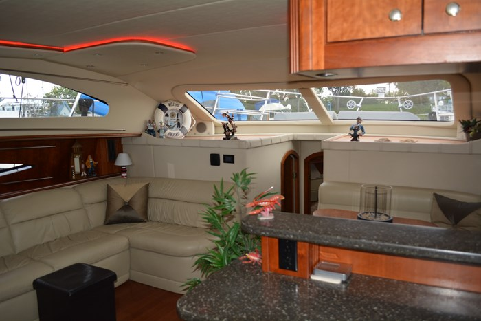 2007 CRUISERS YACHTS 455 Express MotorYacht Photo 15 of 62