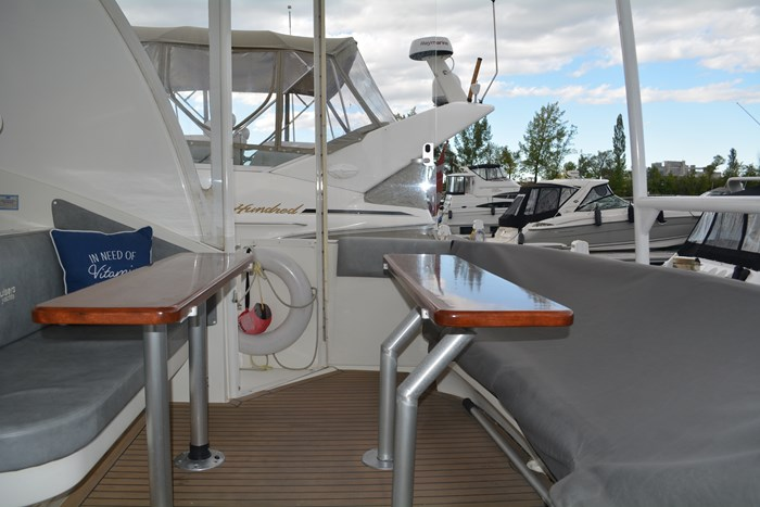 2007 CRUISERS YACHTS 455 Express MotorYacht Photo 37 of 62