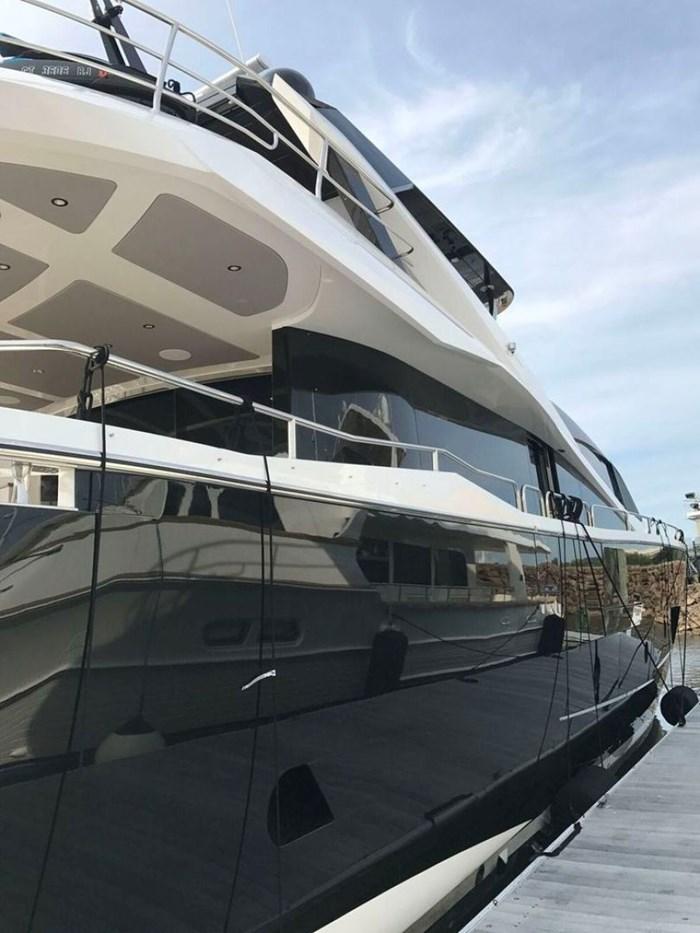 2017 Sunseeker Yacht Photo 3 of 37