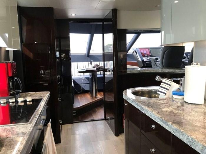 2017 Sunseeker Yacht Photo 12 of 37