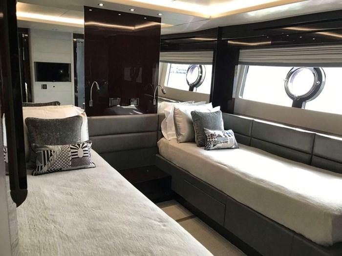 2017 Sunseeker Yacht Photo 21 of 37
