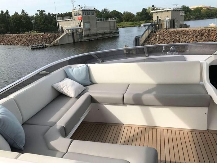 2017 Sunseeker Yacht Photo 33 of 37