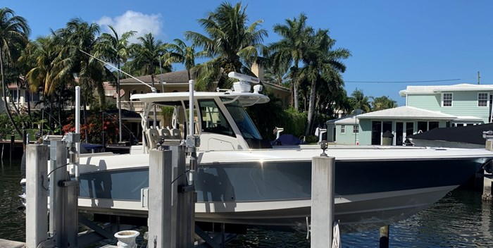 2017 Boston Whaler 350 Outrage Photo 1 sur 14