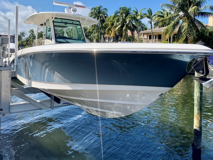 2017 Boston Whaler 350 Outrage Photo 2 sur 14