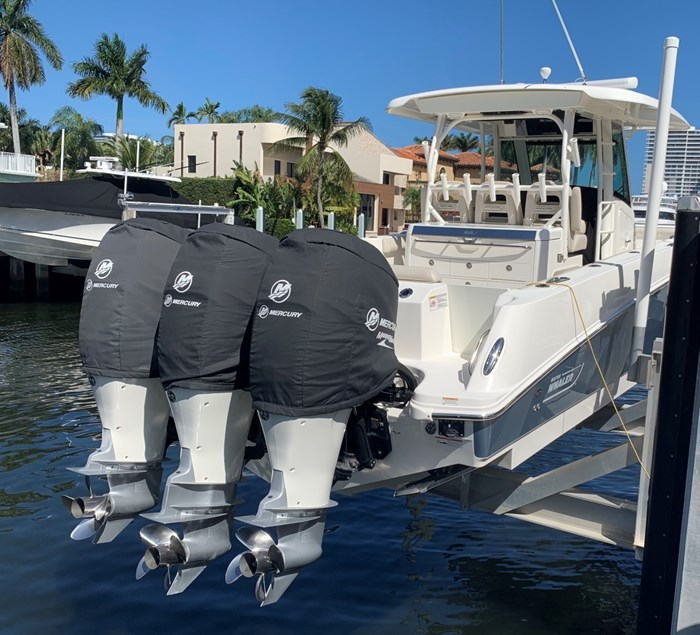 2017 Boston Whaler 350 Outrage Photo 3 sur 14