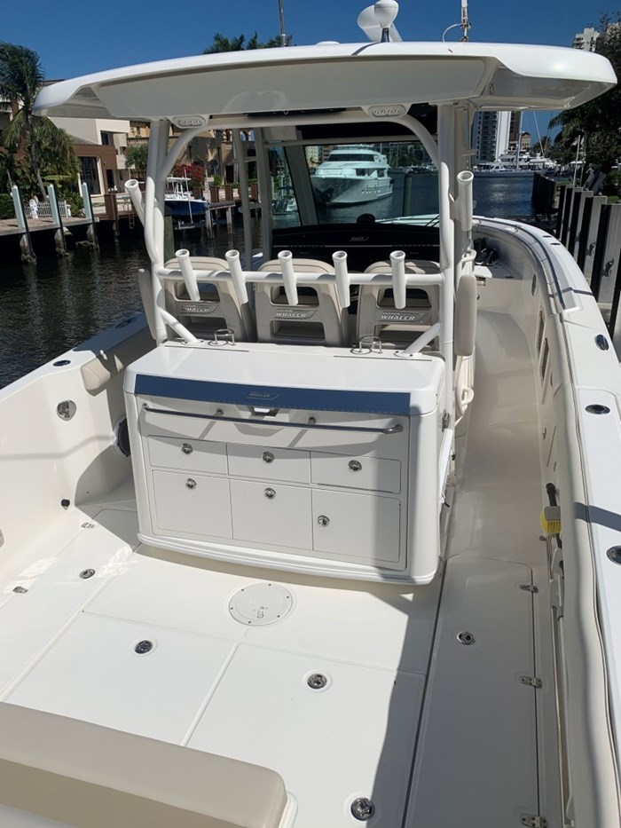 2017 Boston Whaler 350 Outrage Photo 6 sur 14