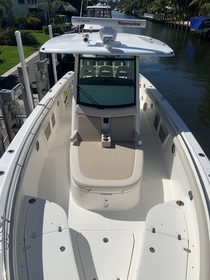 2017 Boston Whaler 350 Outrage Photo 11 sur 14