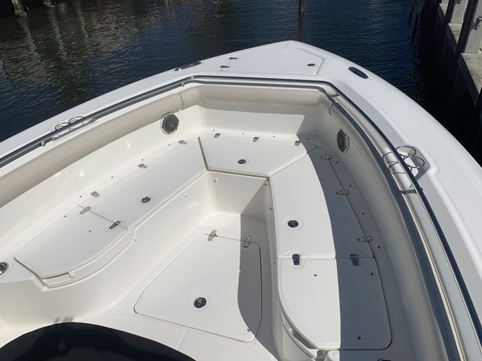 2017 Boston Whaler 350 Outrage Photo 12 sur 14