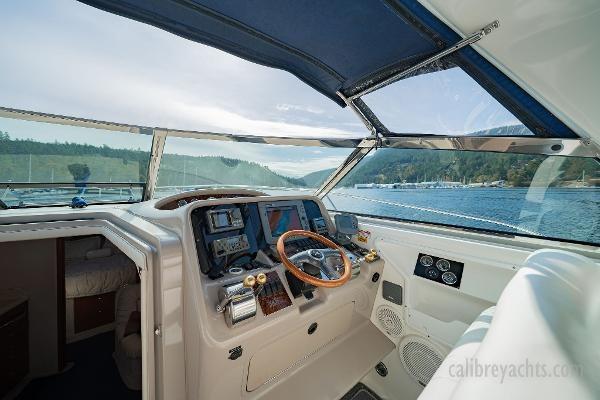 1998 Sea Ray Express Cruiser Photo 43 sur 71