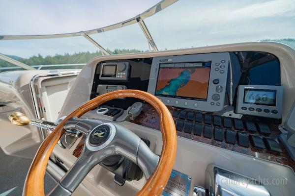 1998 Sea Ray Express Cruiser Photo 45 sur 71