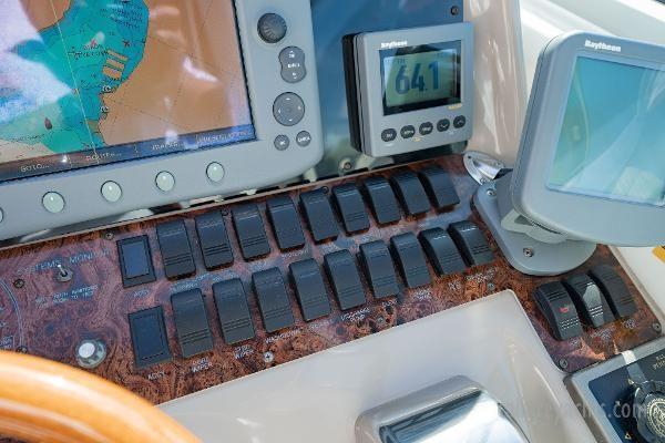 1998 Sea Ray Express Cruiser Photo 47 sur 71
