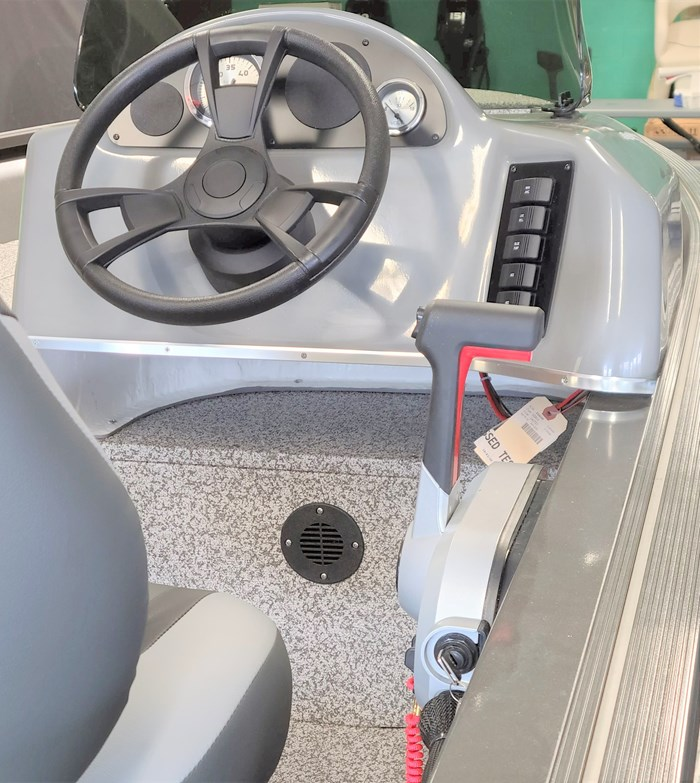 2021 MirroCraft Boat, Mercury 40HP Motor&Trailer (Pkg) Outfitter Side Console 165SC-O - 20T - White Photo 9 of 22