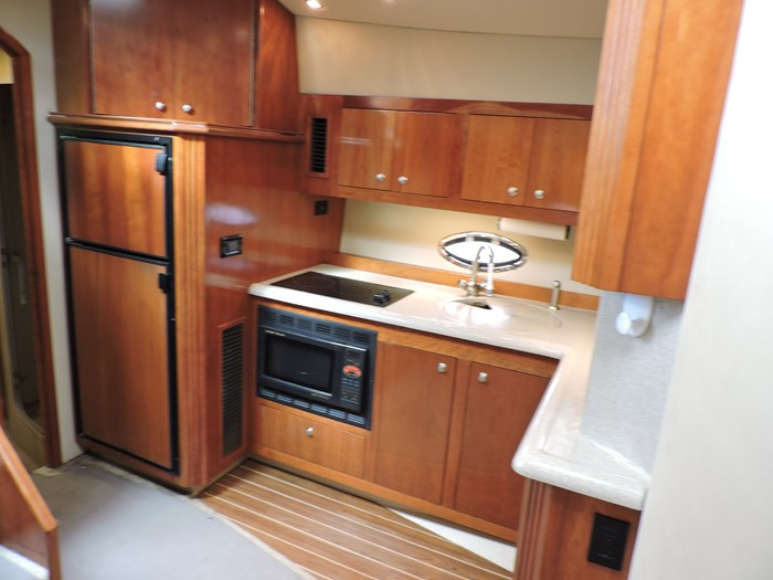 2004 Cruisers Yachts 440 Express Photo 32 of 69