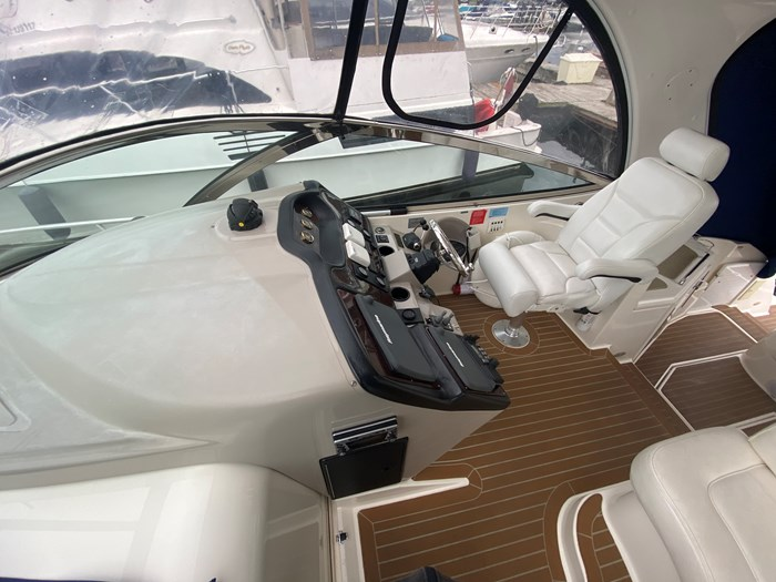 2004 Cruisers Yachts 440 Express Photo 64 of 69