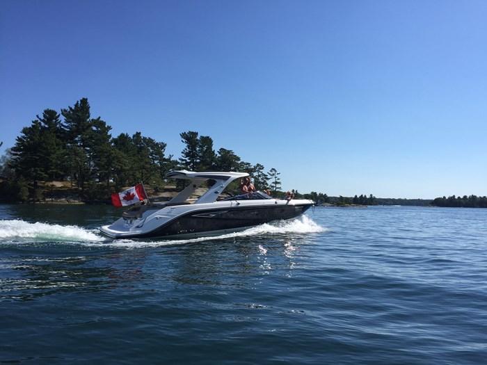 2016 Sea Ray 310 SLX Photo 2 sur 29