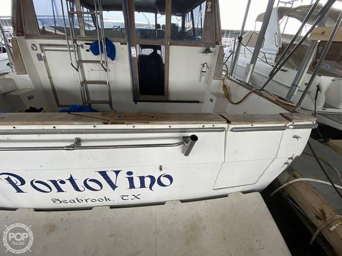 1989 Bayliner 3888 Motoryacht Photo 15 sur 20