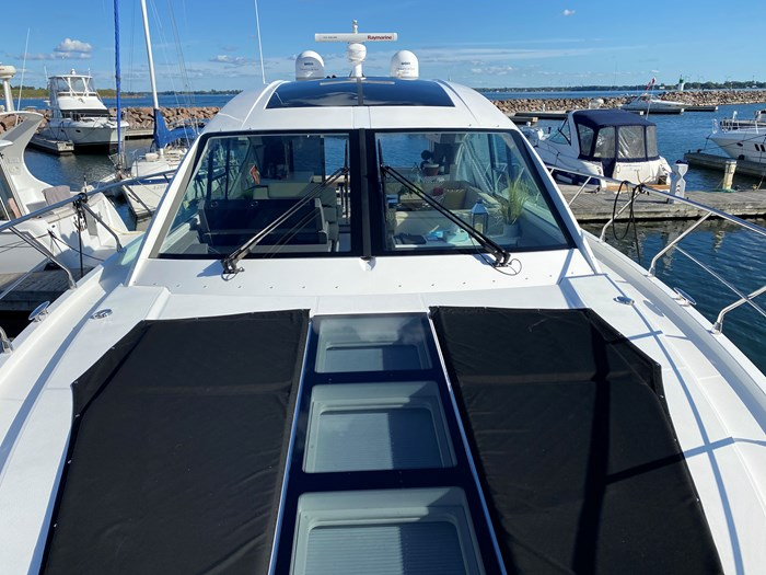 2017 Cruisers Yachts 54 Cantius Photo 8 of 73