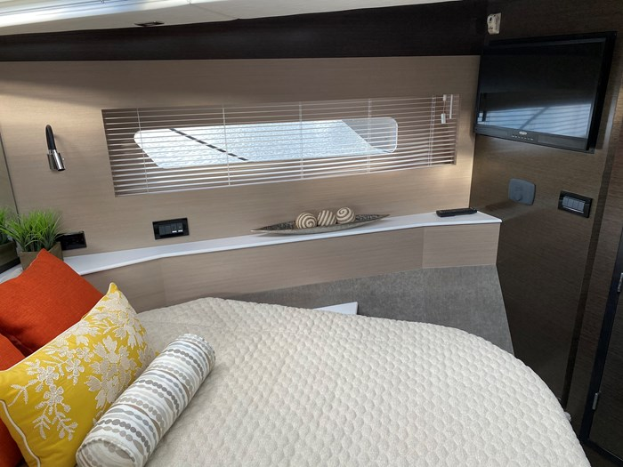 2017 Cruisers Yachts 54 Cantius Photo 10 of 73