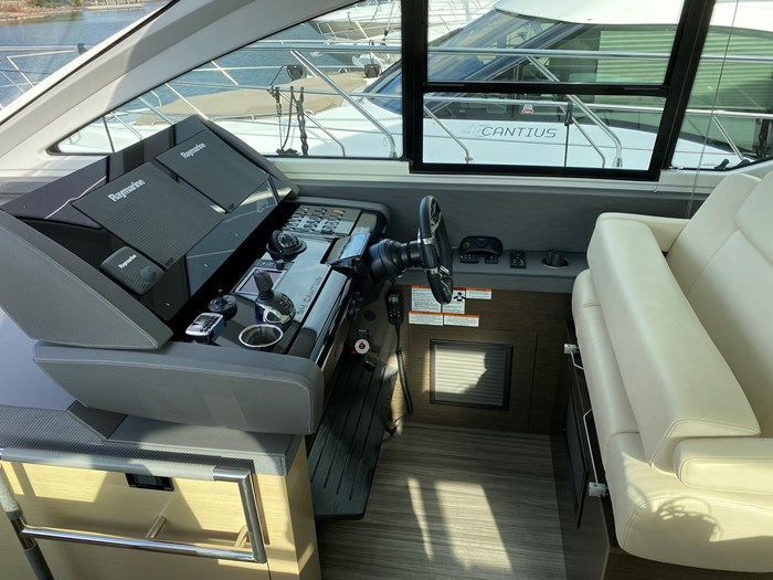 2017 Cruisers Yachts 54 Cantius Photo 34 of 73