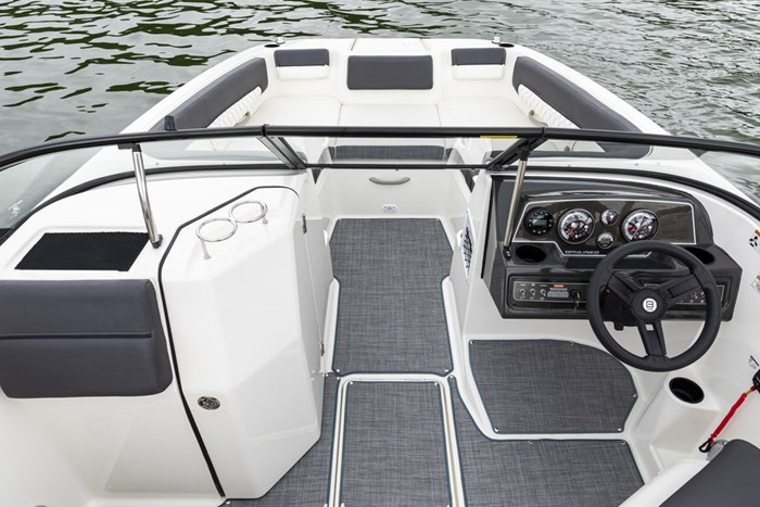 2021 Bayliner DX2250 Photo 12 sur 17