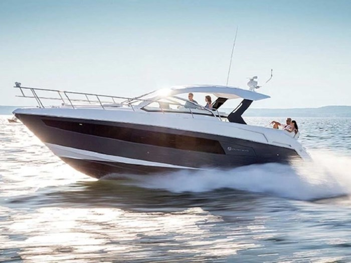 2021 Cruisers Yachts 39 Express Coupe Photo 1 sur 38
