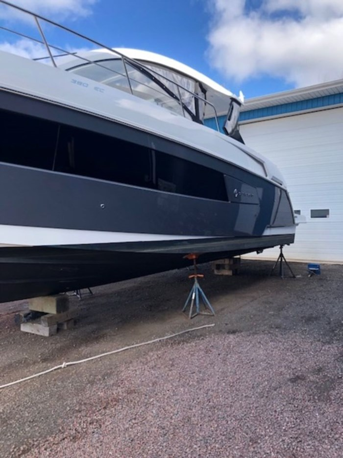 2021 Cruisers Yachts 39 Express Coupe Photo 3 sur 38