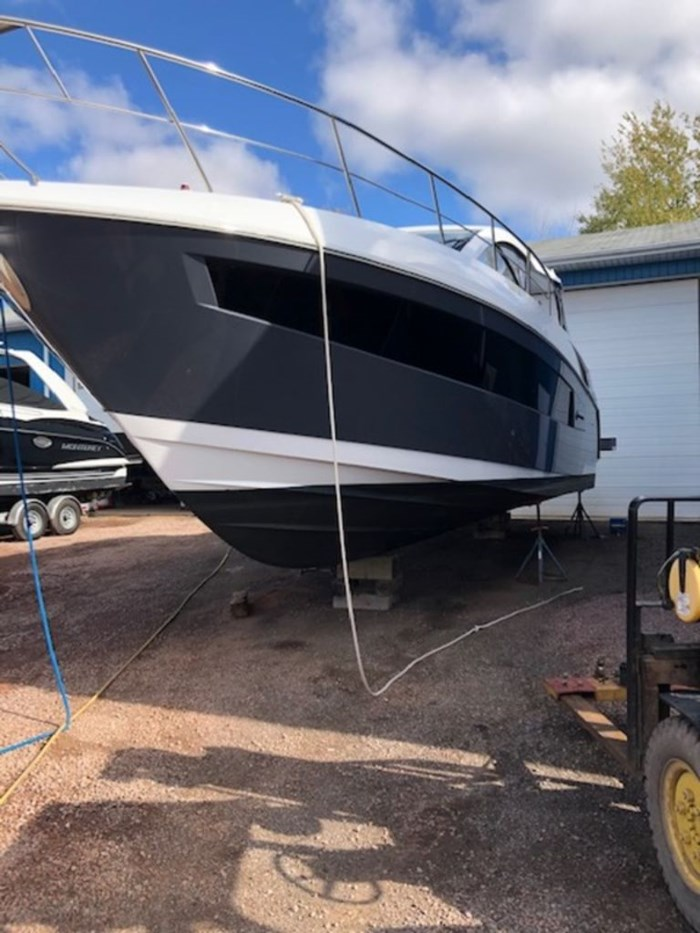 2021 Cruisers Yachts 39 Express Coupe Photo 4 sur 38