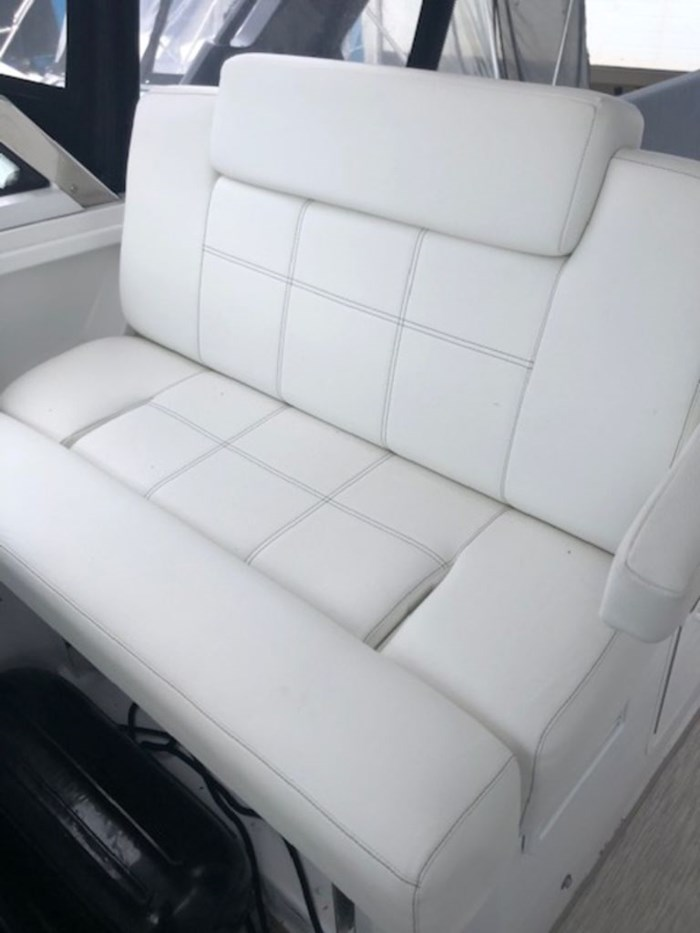 2021 Cruisers Yachts 39 Express Coupe Photo 7 sur 38