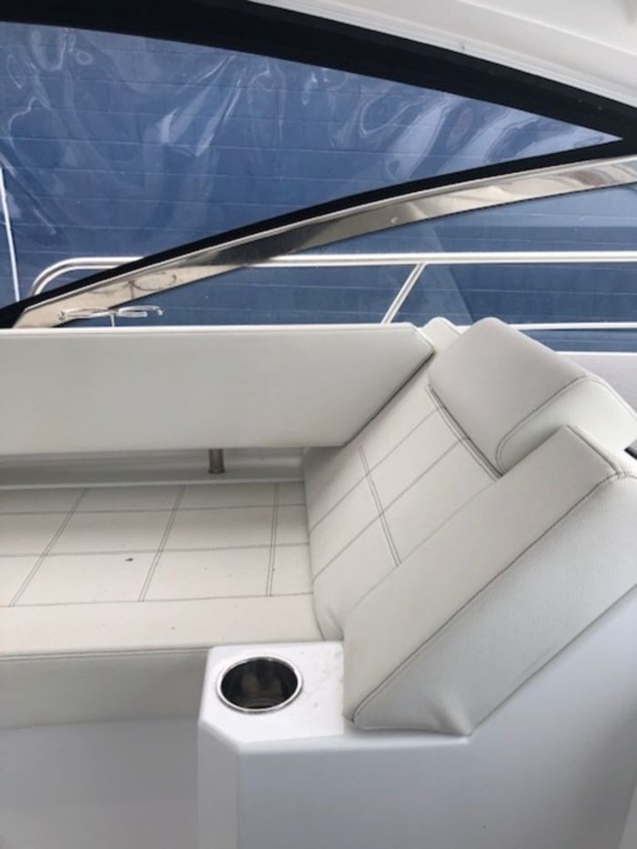 2021 Cruisers Yachts 39 Express Coupe Photo 9 sur 38