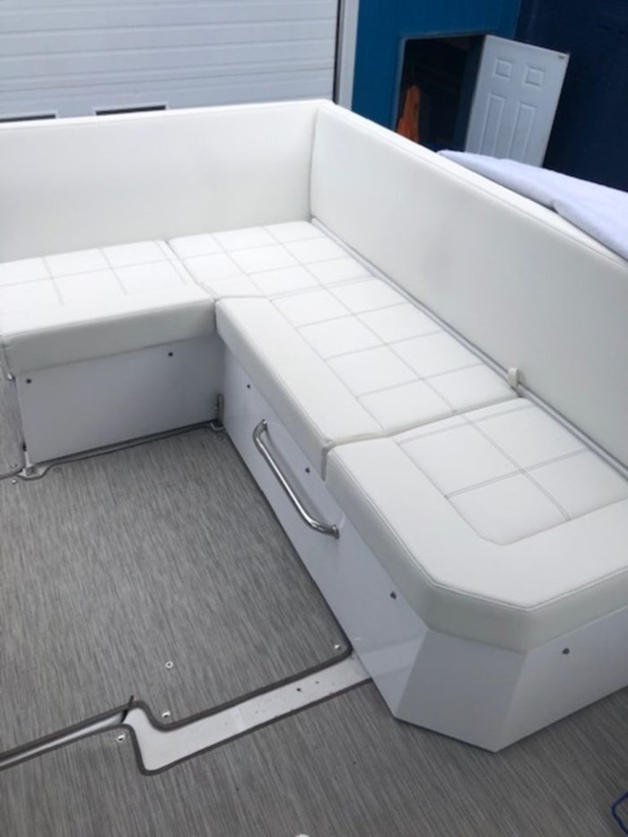 2021 Cruisers Yachts 39 Express Coupe Photo 13 sur 38