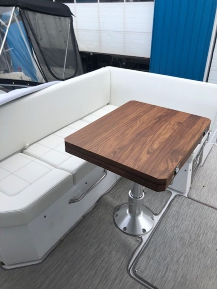 2021 Cruisers Yachts 39 Express Coupe Photo 14 sur 38