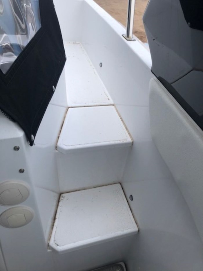 2021 Cruisers Yachts 39 Express Coupe Photo 16 sur 38