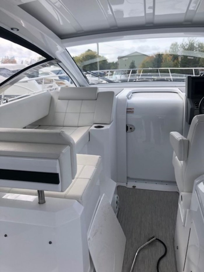 2021 Cruisers Yachts 39 Express Coupe Photo 17 sur 38