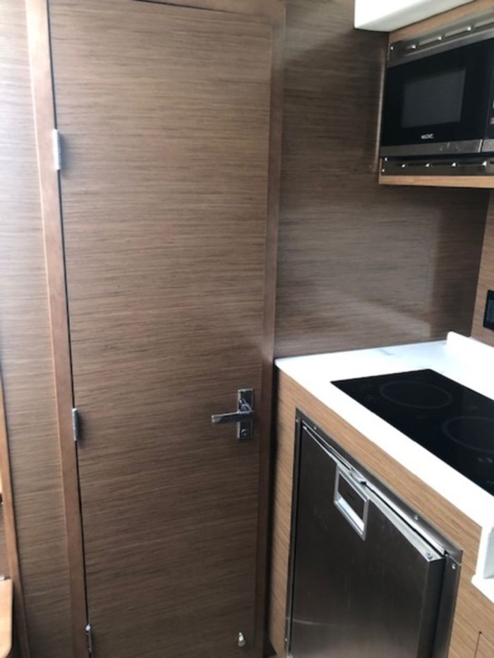 2021 Cruisers Yachts 39 Express Coupe Photo 20 sur 38